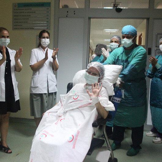 Yoğun bakımda tedavi gören korona hastası doğum gününde yeniden dünyaya geldi
