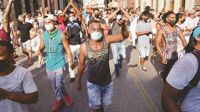 Küba'da halk sokağa döküldü: Son 27 yılın en büyük gösterileri