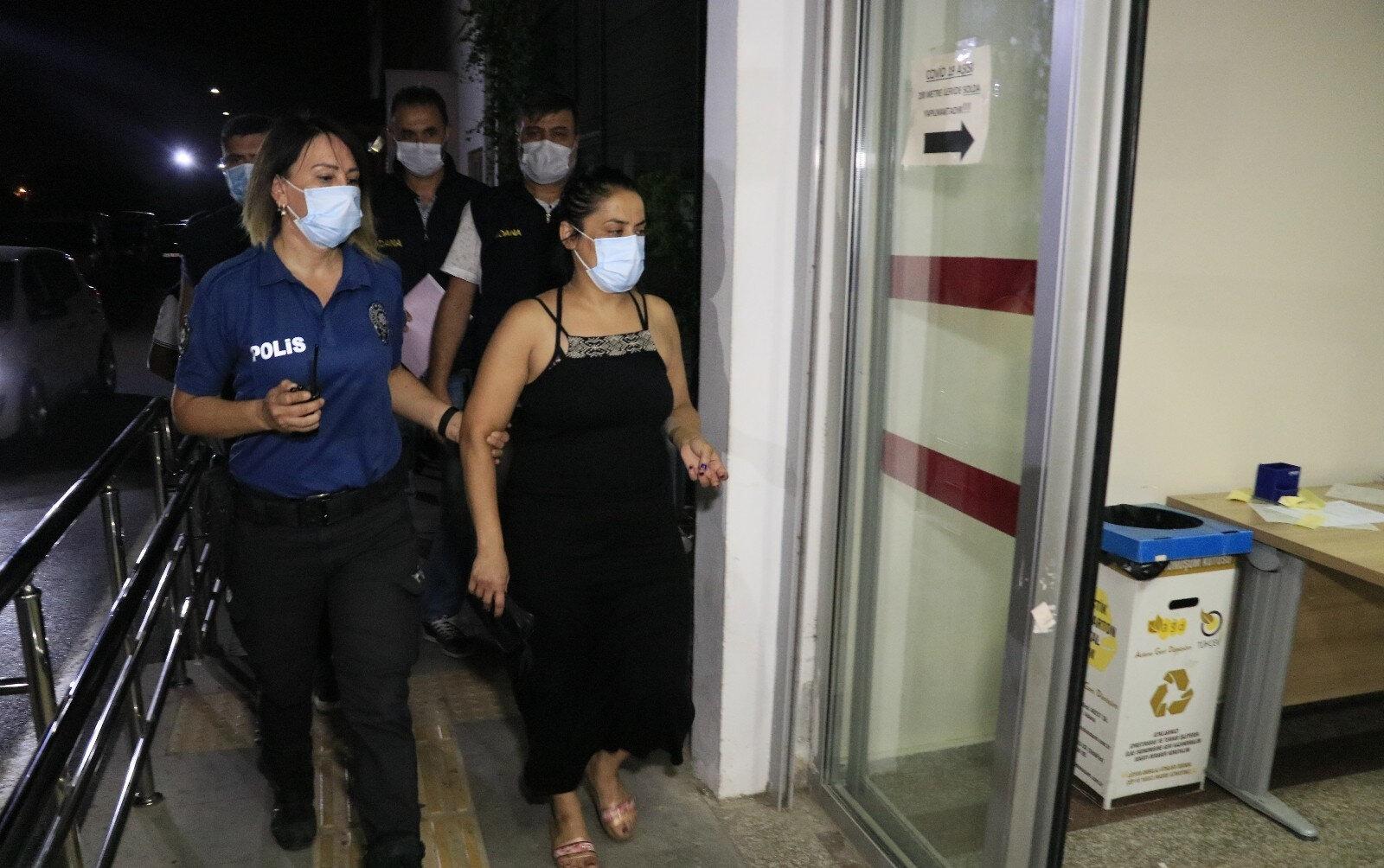 Türk Bayrağını indirip çöpe atan kadın yakalanarak gözaltına alındı.
