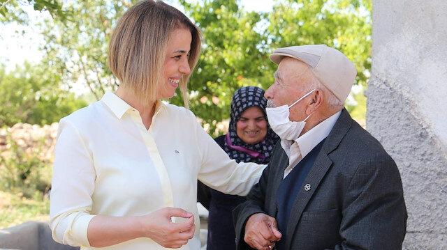 Nevşehirde köylerine ilk kez vali gelen Osman Dedenin sevinci