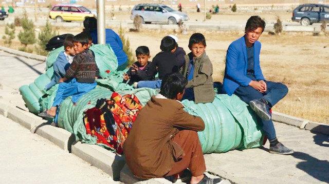 Afganlar sınıra dayandı