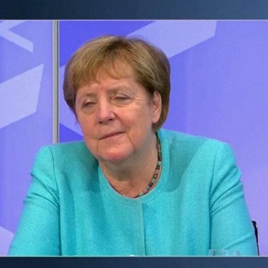 Almanya Başbakanı Angela Merkel canlı yayında uyukladı
