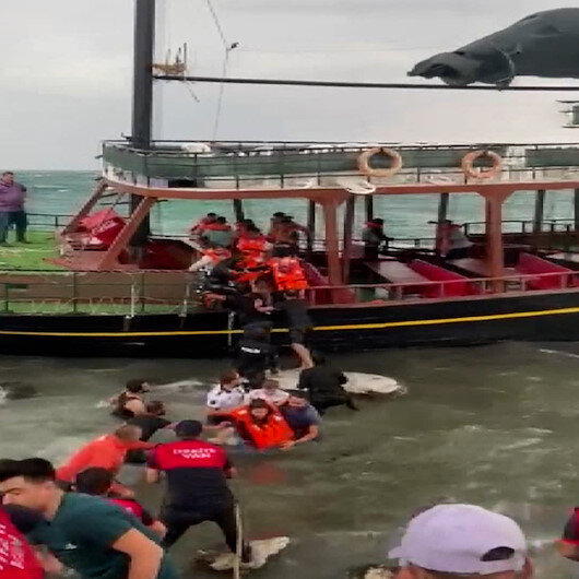 Van Gölü'nde can pazarı: Yolcular halatlarla kurtarıldı