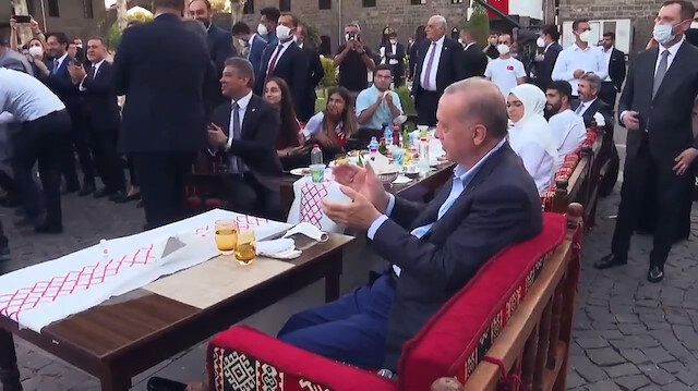 Beştepe Millet Kütüphanesinde Diyarbakırlı gencin Cumhurbaşkanı Erdoğan'a yaptığı 'şehrimize davet ediyoruz' çağrısı 81 ilden katılımla gerçekleşti