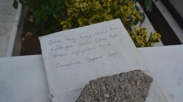 Şehit mezarındaki not görenleri duygulandırdı: Gene hangi duayı okudun anne?