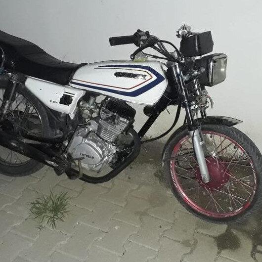 Çalıntı motosikletle su sayacı çalarken yakalandı