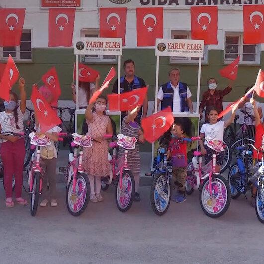 Bakan Soylunun gönderdiği bisikletler çocukların yüzünü güldürdü