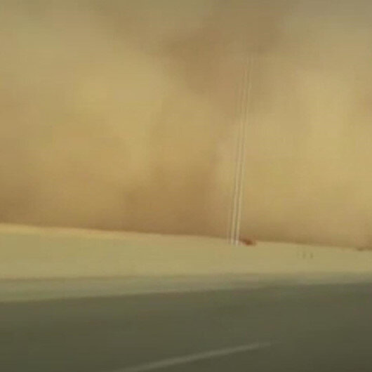 Suudi Arabistanda kum fırtınası etkili oldu: Göz gözü görmedi
