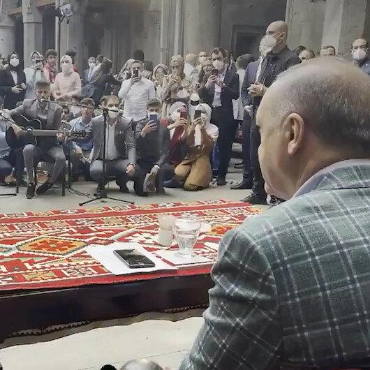 Erzurumlu gençler Cumhurbaşkanı Erdoğana Elfida şarkısını söyledi