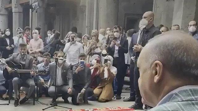 Erzurumlu gençler Cumhurbaşkanı Erdoğan'a 'Elfida' şarkısını söyledi