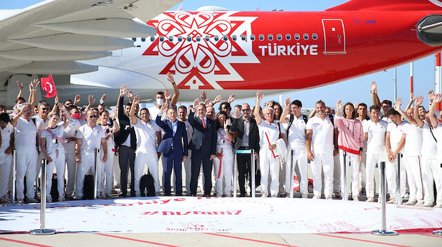 Olimpiyat kafilesi Tokyo için yola çıktı: Cumhurbaşkanı Yardımcısı Fuat Oktay ve Bakan Kasapoğlu milli sporcuları uğurladı