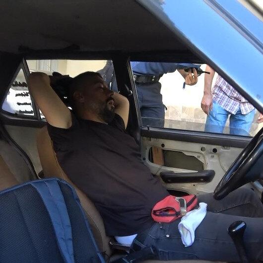 Bursa'da ilginç olay: Soymak için girdiği otomobilde uyuya kaldı