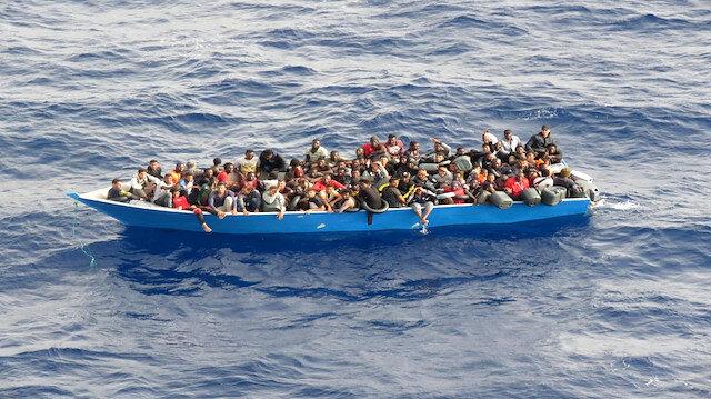 MSB Tunus kıyılarına sürüklenen teknedeki 80 göçmeni kurtardı