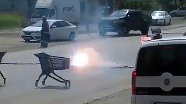 Sakarya'da yolun ortasına düşen elektrik kablosu kıvılcımlar saçtı