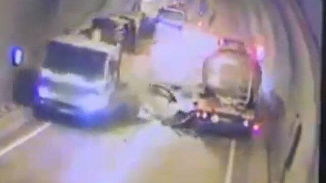 Artvin'de tünel içinde feci kaza: Hatalı sollama yapan araç tanker ve vincin arasında sıkıştı