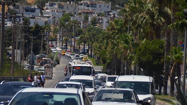 Bodrum'a akın: Bir haftada 140 bin araç giriş yaptı