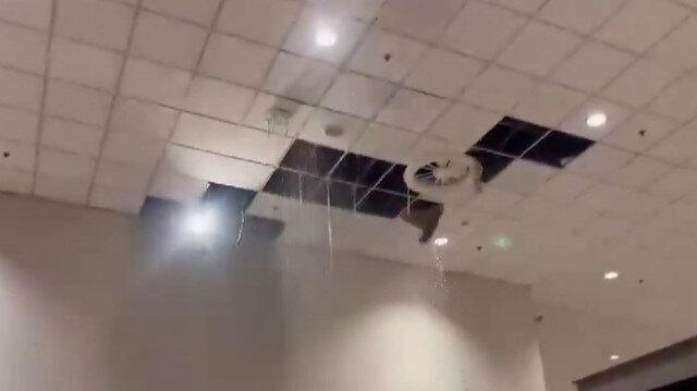 Pakistan'da sağanak nedeniyle havalimanını su bastı