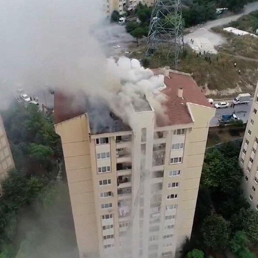 Başakşehirde korkutan çatı yangını