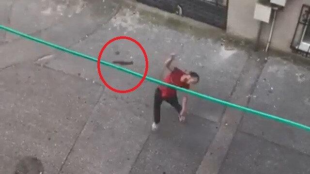 Bursa'da madde bağımlısı adam 3. kata balta fırlatıp satırla tehdit etti