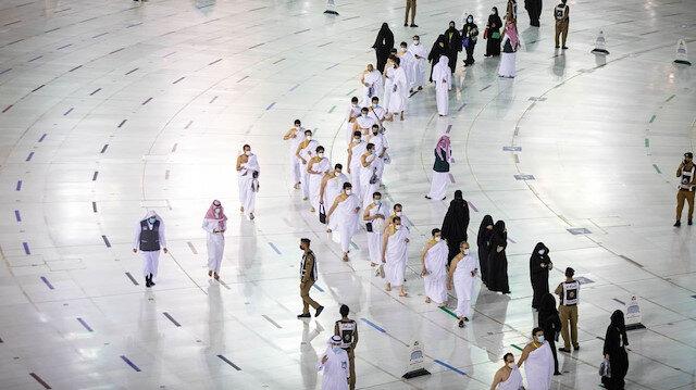 Hacılar ziyaret tavafı için Mescid-i Haram'da