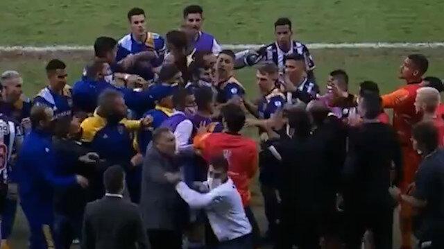 Libertadores'ten elenen Bocalı oyuncular polisle çatıştı