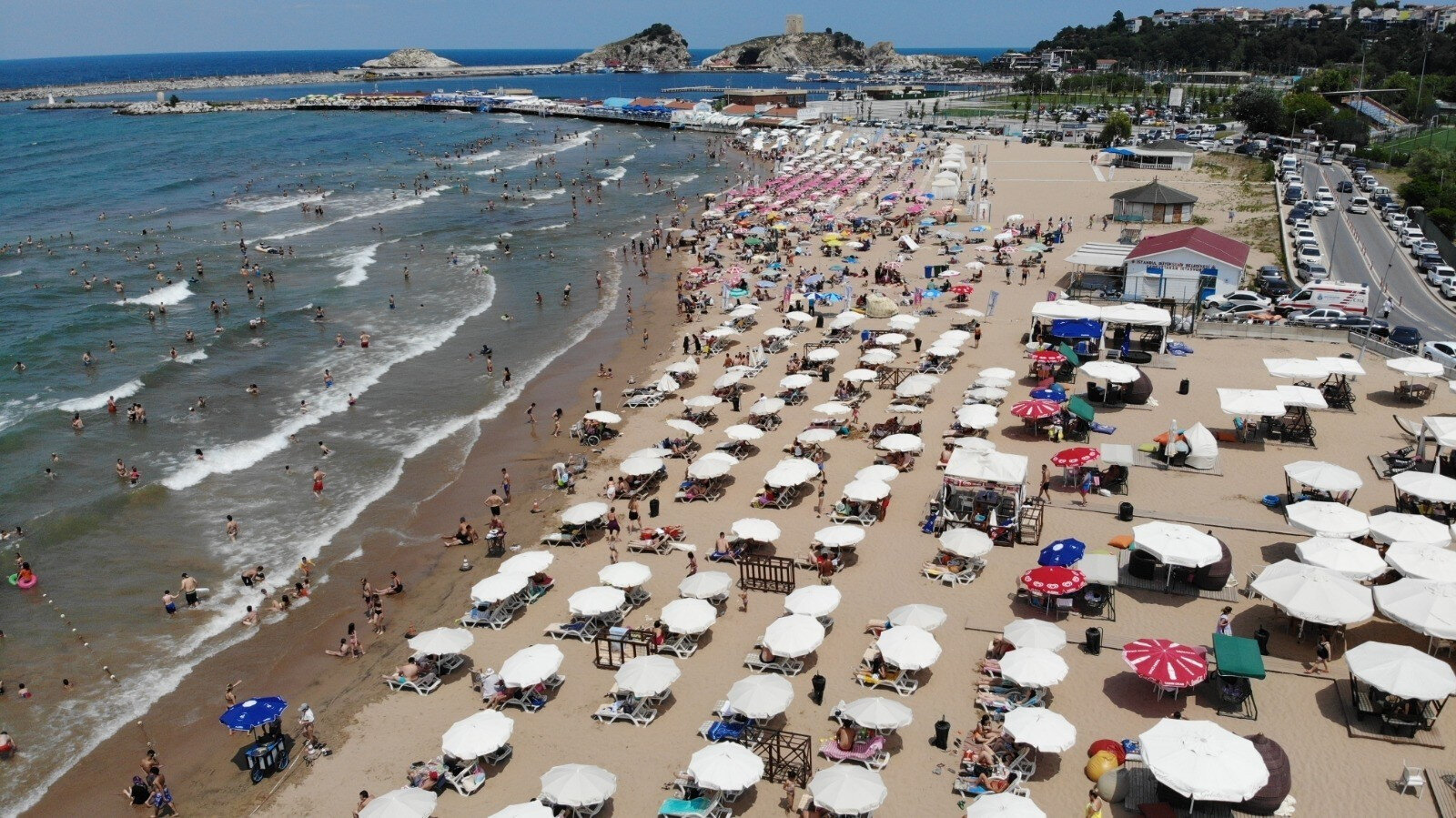 Bayramı İstanbul'da geçirenler Şile'ye akın etti