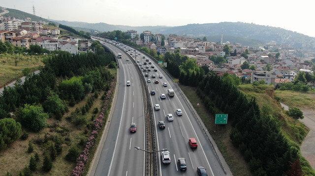 Bayram göçü devam ediyor:  TEM Otoyolu'nda 10 kilometrelik araç kuyruğu oluştu