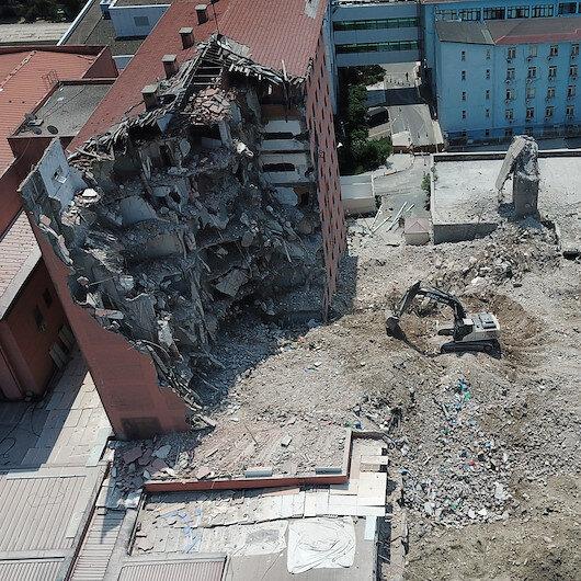 Tarihi Haydarpaşa Numune Hastanesinin dahiliye binasının yıkımına başlandı