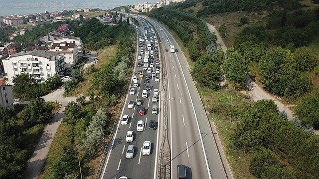 Bayram göçü sürüyor: TEM'de 10 kilometrelik araç kuyruğu oluştu