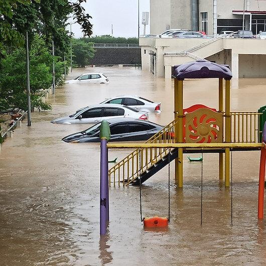 Artvinde otomobiller sel suları altında kaldı