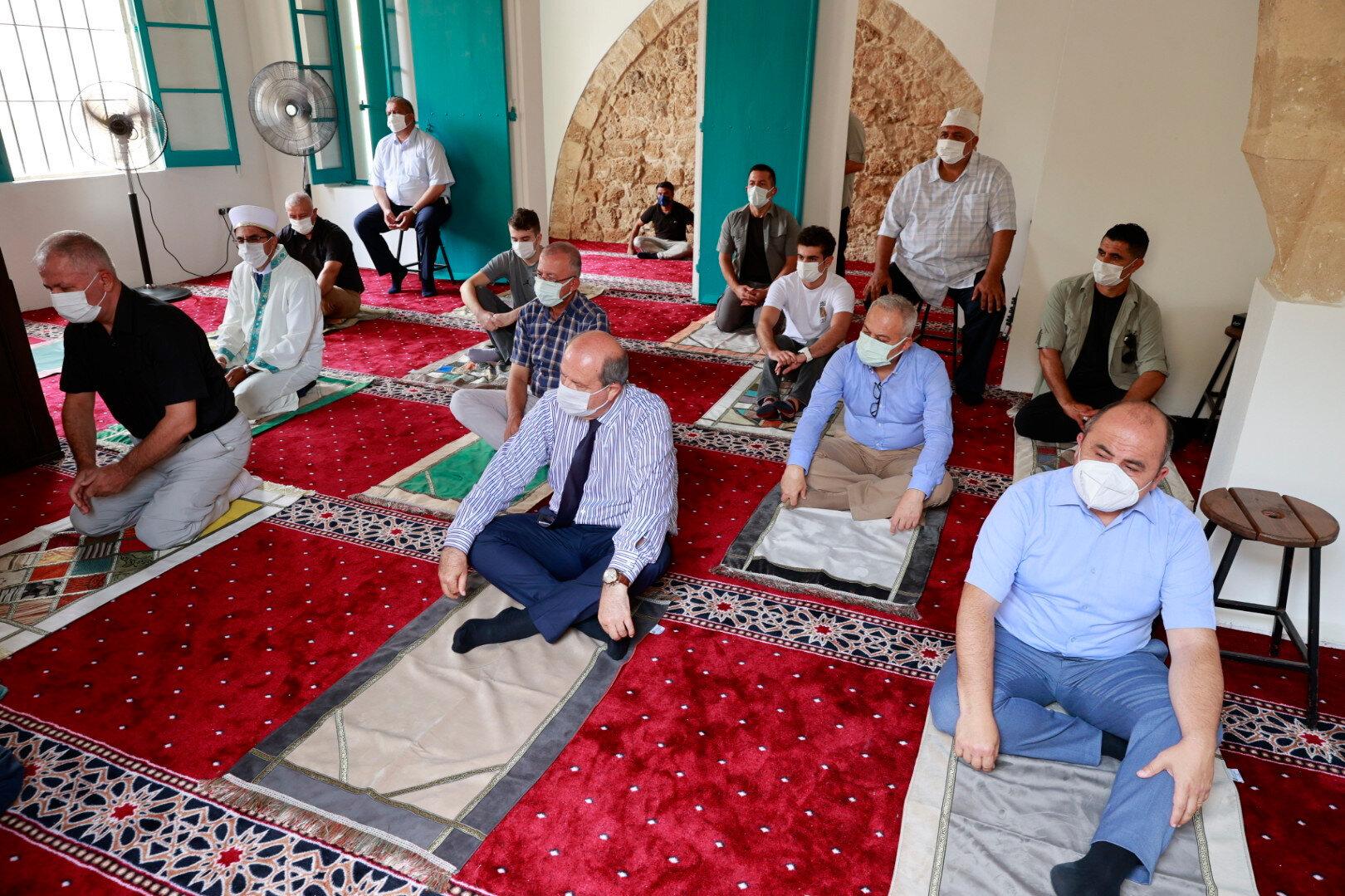 Cumhurbaşkanı Tatar, Maraş'taki hayatın da yavaş yavaş halka açıldığını vurguladı.