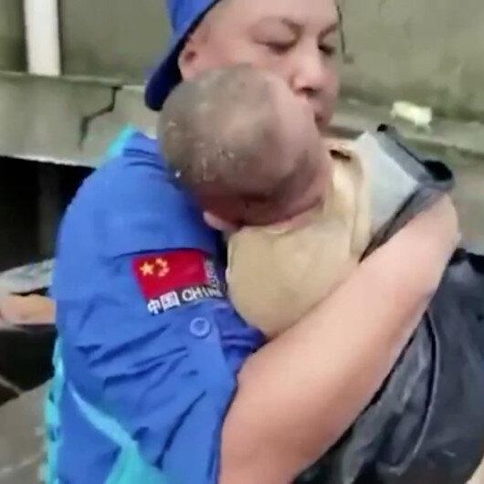 Çini vuran selde çöken evin altında kalan bebek sağ olarak çıkarıldı
