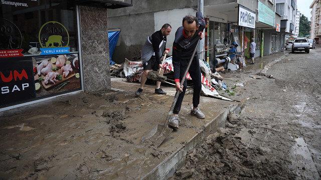 Artvin'de sel gitti çamur kaldı: Kayıp 1 kişi aranıyor