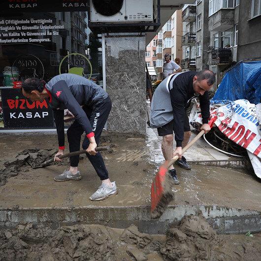 Artvin balçığa gömüldü: Sel gitti çamur kaldı