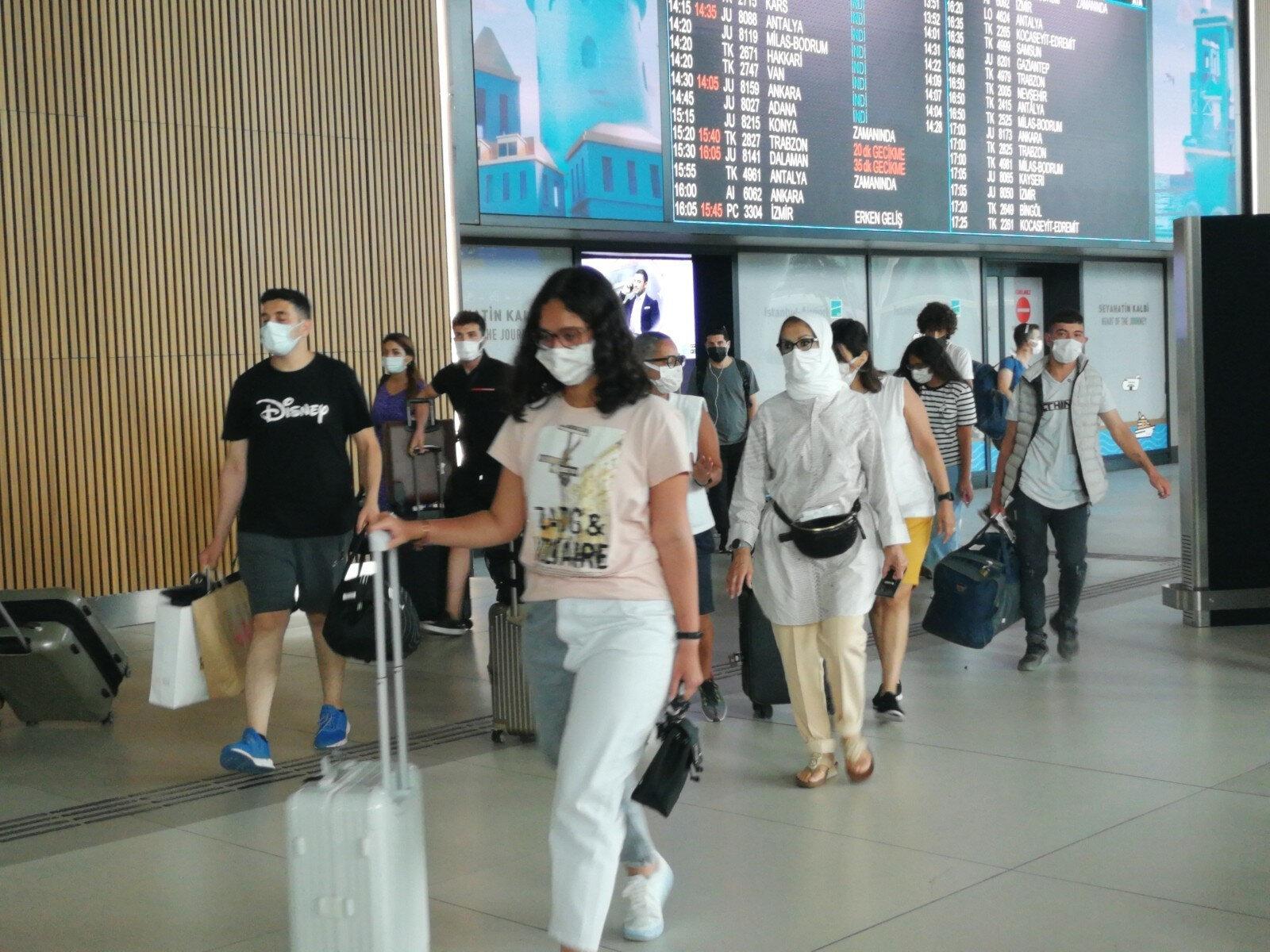 Bugün gidiş ve geliş olmak üzere yaklaşık 150 bin yolcunun İstanbul Havalimanı'ndan seyahat etmesi bekleniyor.