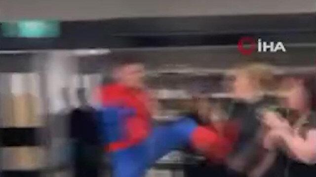 İngiltere'de örümcek adam paniği: Marketteki insanlara saldırdı