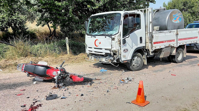 Süt kamyonuyla çarpışan motosikletin sürücüsü öldü