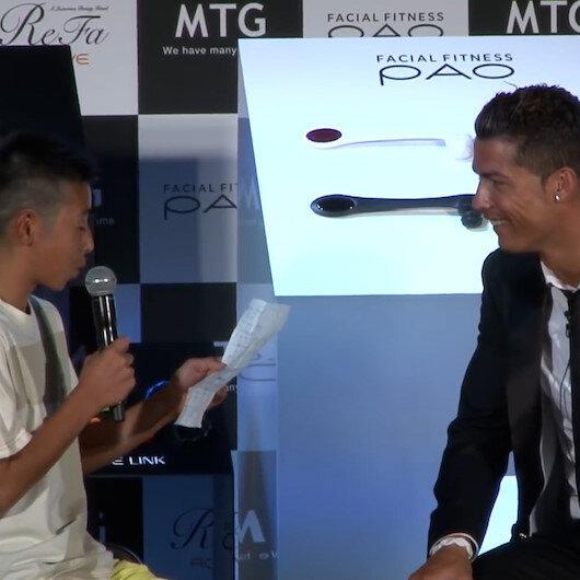 Portekizce konuşmaya çalışan çocuğa Ronaldodan destek: Ona neden gülüyorsunuz? Denemekten korkmuyor