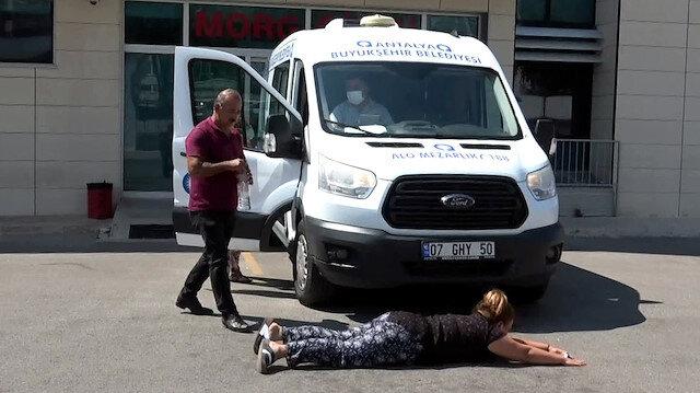 Acılı annenin feryadı: Cenaze arabası beni çiğnesin