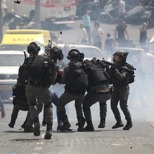 İşgalci İsrail askerleri tarafından vurularak yaralanan Filistinli genç hayatını kaybetti