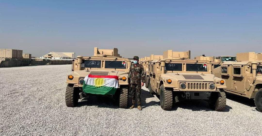 Araçlar arasında Humvee türü zırhlılar da var.