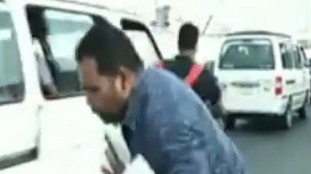 Mısır'da canlı yayın sırasında muhabire motosiklet çarptı