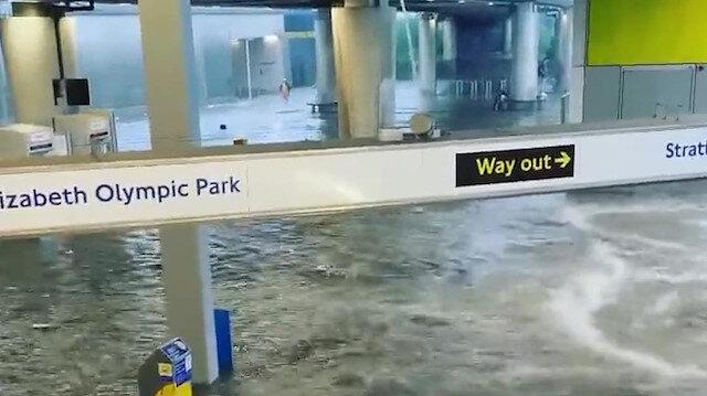 Londra'da sel: 8 metro istasyonu ve yollar sular altında kaldı