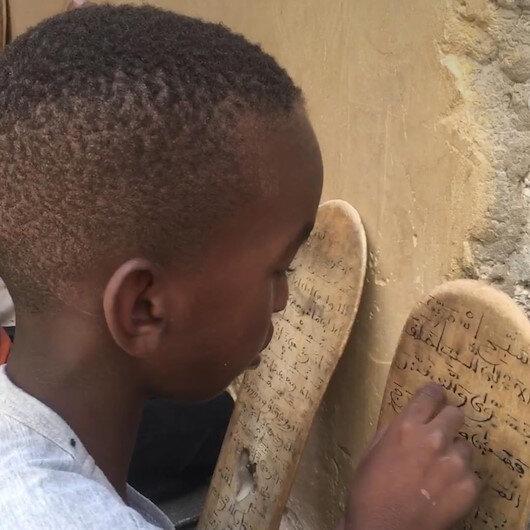 Hafızlar ülkesi Moritanyada Kuran eğitimi tahta levhalarla veriliyor