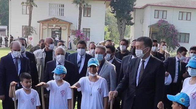 Bakan Selçuk Mersin'de öğrencilerle bir araya geldi