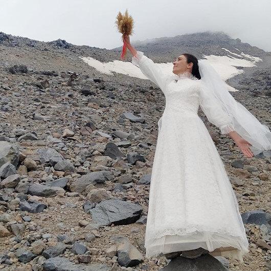 Ağrı Dağı ile 'evlendi'