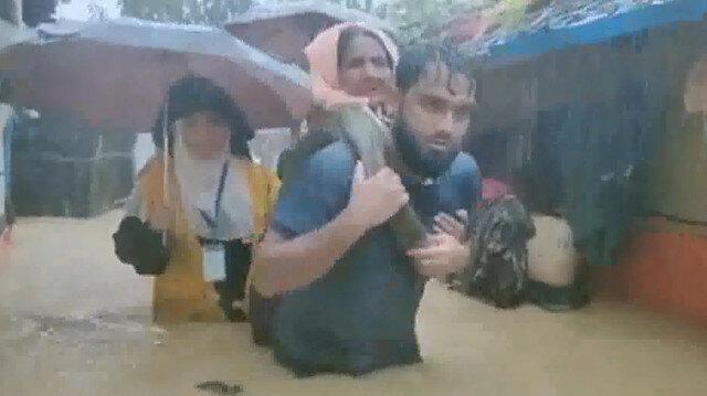 Arakanlı Müslümanların kaldığı kamp sular altında kaldı: 3'ü çocuk 6 ölü