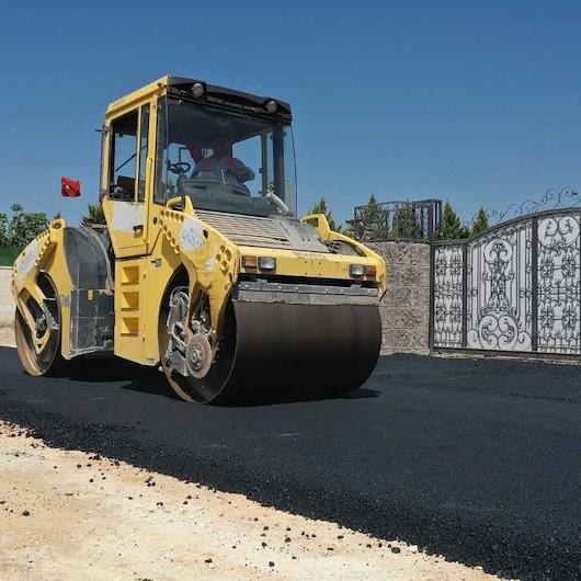 Büyükşehir'den güvenli ulaşım ve araç trafiğinin önüne geçmek için asfalt seferberliği