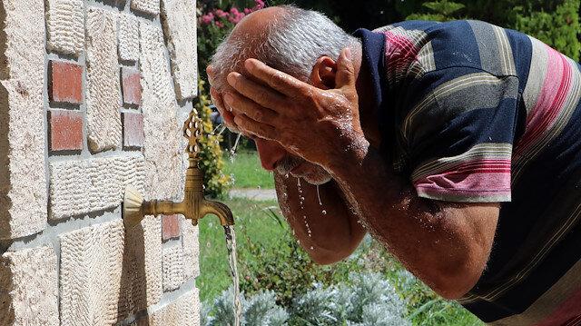 Adana sıcaktan kavruluyor: Termometreler 47 dereceyi gösterdi vatandaş dışarı akın etti