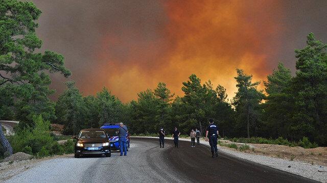 Manavgat'ta büyük orman yangını: Havadan ve karadan müdahale sürüyor